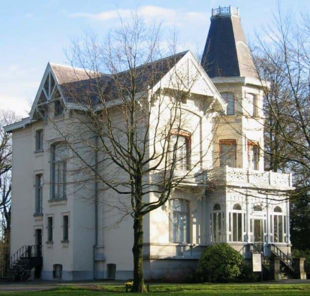 Huize de Beek in Halsteren: Statig, schilderachtig en sierlijk